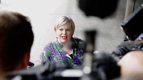 Annika Saarikko osallistui perhevapaaltaan keskustan ministerivalintakokoukseen Helsingissä 8. kesäkuuta 2020. Keskusta valitsi Matti Vanhasen uudeksi valtiovarainministeriksi Katri Kulmunin jätettyä paikkansa viestintäkonsultoinnista aiheutuneen kohun vuoksi.