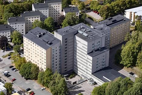 Suomalaiset uskovat, että ennen rakennettiin paremmin. Ei aina. Niin sanotuissa rintamamiestaloissa on havaittu paljon kosteusongelmia – toisinaan tosin myöhempien remonttien vuoksi –, ja vanhojakin julkisia rakennuksia on jouduttu sulkemaan sisäilmaongelmien vuoksi. Kuvassa yksi sellainen: Kätilöopiston sairaala Helsingissä.