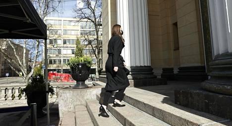 Pääministeri Sanna Marin (sd) saapumassa hallituksen neuvotteluihin Säätytalolle keskiviikkona.