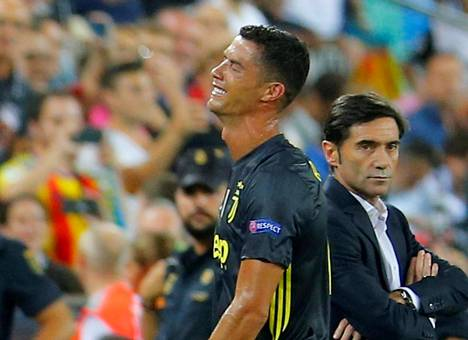 Cristiano Ronaldo poistui itkien kentältä saatuaan punaisen kortin Valenciaa vastaan.