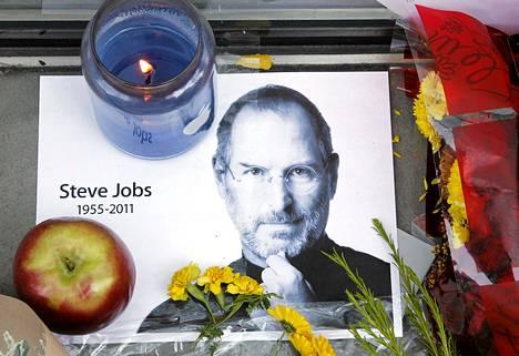 Steve Jobsin muistoa kunnioitettiin Applen myymälässä Bostonissa viime viikolla.