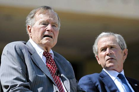 George H.W. Bush ja George W. Bush Dallasissa huhtikuussa 2013.