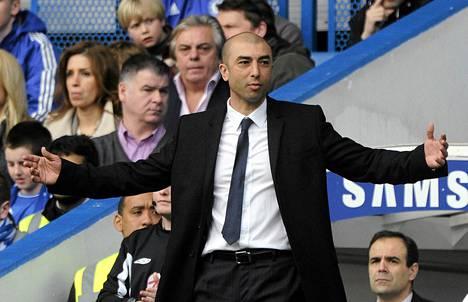 Chelsean uudella valmentajalla Roberto Di Matteolla on kova työ piiskata joukkueensa jatkoo Mestarien liigassa.