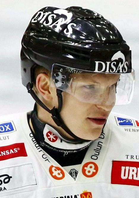 24 Joonas Kemppainen, 27 vuotta, Oulun Kärpät, 188 cm / 100 kg. Donskoin ketjukaveri ja Kärppien mestaruuden takuumies. Kemppainen ja Donskoi on hyvä tutkapari kisoissa. Ensimmäiset MM-kisat.