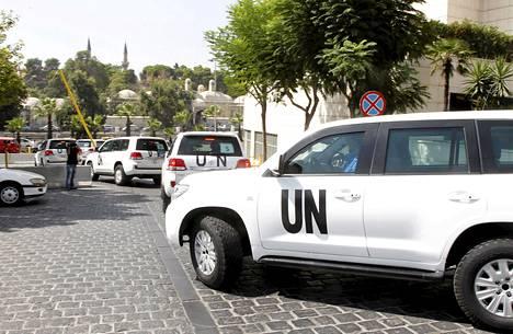 YK:n kemiallisten aseiden tarkastajat lähtivät kohti Ghutaa maanantaiaamuna autosaattuessa Damaskoksessa.