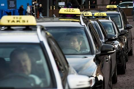 Taksi Helsinki välittää taksiliikennettä pääkaupunkiseudulla.