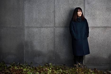 """""""Vegetaristi-romaanissa eletään tavallista elämää, mutta pinnan alla on vaiettuja asioita"""", kirjailija Han Kang sanoo"""