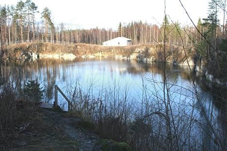 Kuva Montolan kaivokselta vuonna 2008, jolloin paikalta etsittiin myös kadoksissa ollutta sukeltajaa.