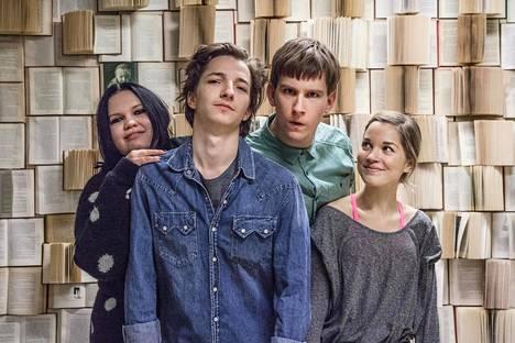 Sekasin-sarja kertoo Satakielen (Eve Hotti, vas.), Papillonin (Elias Westerberg), Hyden (Anssi Niemi) ja Lumikin (Anna Böhm) vaiheista.