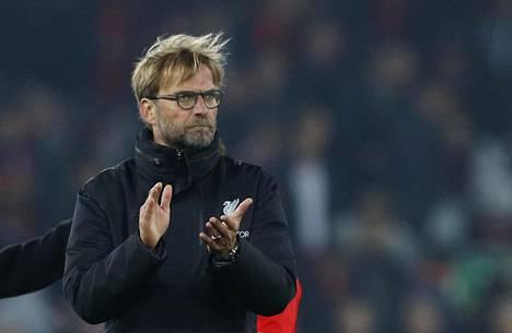 Valioliigaseura Liverpoolin saksalainen päävalmentaja Jürgen Klopp taputti seuran kannattajille Anfieldin stadionilla.