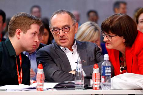 Saksan sosiaalidemokraatit valitsivat perjantaina puoluekokouksessaan puolueen uusiksi johtajiksi Saskia Eskenin ja Norbert Walter-Borjansin (kesk.). Nuorisojärjestö Jusosin johtaja Kevin Kühnert nousi puolueen varapuheenjohtajistoon.