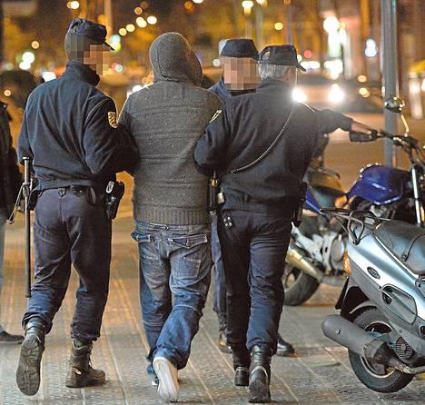 Brittiläiset ja espanjalaiset poliisit ottivat epäillyn kiinni kansainvälisen operaation yhteydessä Barcelonassa.