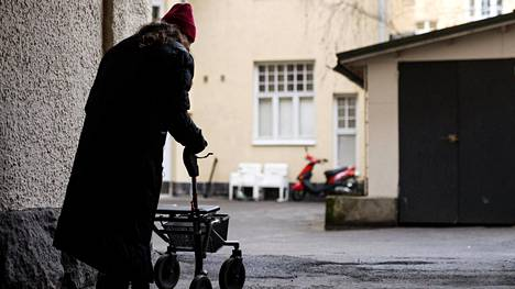 Vanhusten ulkoilu ei lisääntynyt korona-aikana, kertoo THL:n tuore kyselytutkimus.