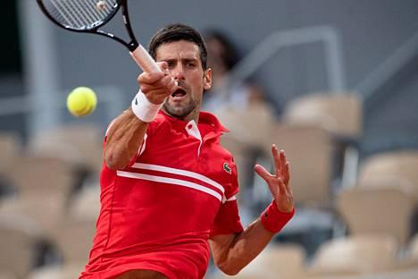 Novak Djokovic eteni välieriin Ranskan avoimissa.