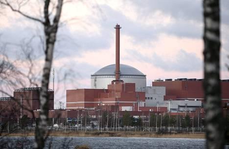 Teollisuusväki ihmettelee, miksi TVO jäi ilman lupaa neljänteen ydinvoimalaan. Kuvassa TVO:n Olkiluodon ydinvoimalalaitoksen rakenteilla oleva OL3-yksikkö.