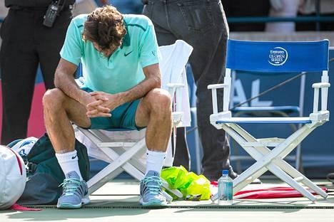 Roger Federer oli tappion jälkeen allapäin.