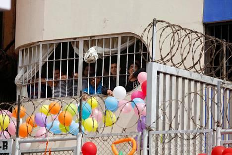 Vangit seurasivat tiistaina telkien takaa paikallista isänpäivän viettoa Castro-Castron vankilassa Perun pääkaupungissa Limassa.