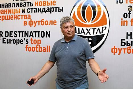 äahítar Donetskin managerin Mircea Lucescu pelaajat ovat kadoksissa.
