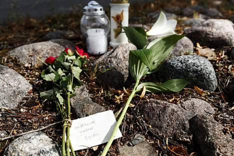 Perttu Häkkistä muistettiin Hakaniemenrannassa.