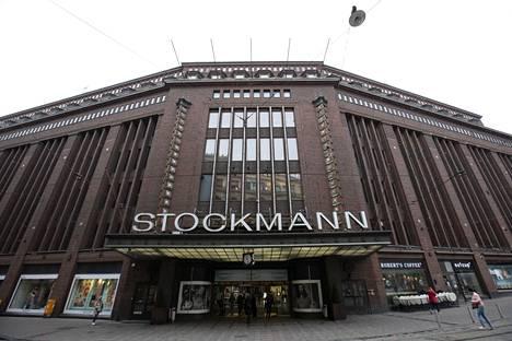 Stockmannin tavaratalo Helsingin Aleksanterinkadulla levittäytyy kokonaisen korttelin alueelle.