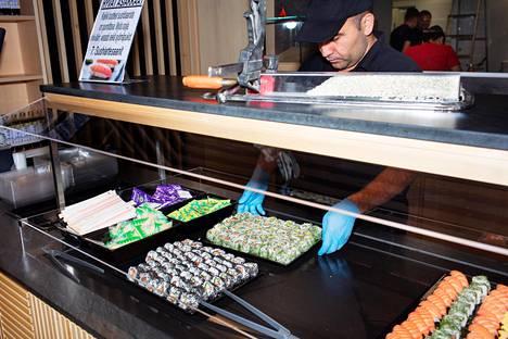 Järvenpään Citymarketissa myydään tuhansia paloja sushia.