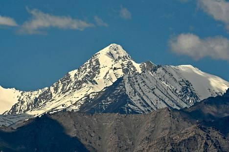 Kiinan ja Intian rajakiistan yksityiskohtia ei tiedetä, sillä verinen selkkaus tapahtui korkealla Himalajan vuoriston syrjäseuduilla. Kuvassa vuoristoa Ladakhin alueelta.