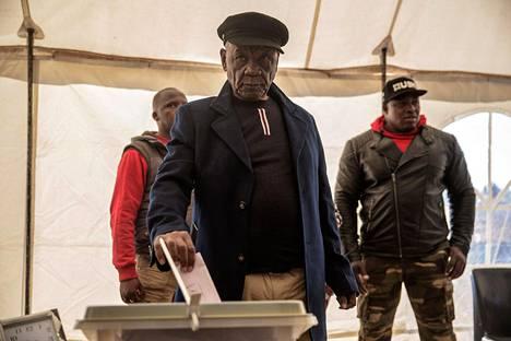 Lesothon nykyinen pääministeri Tom Thabane äänesti parlamenttivaaleissa pääkaupunki Maserussa kesäkuussa 2017, yksitoista päivää ennen hänen silloisen vaimonsa murhaa ja kolmetoista päivää ennen virkaanastujaisiaan.