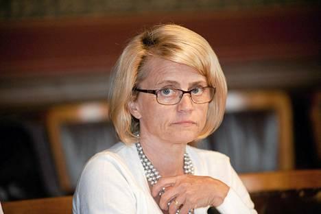 Sisäministeri Päivi Räsänen otti voimakkaasti kantaa Joutsenon vastaanottokeskuksesta poistettuun ristiin.