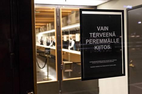 Monet teatterit voivat taas avata ovensa terveysturvallisesti rajoitetulle asiakaskunnalle. Kuva Turun kaupunginteatterista viime marraskuun lopulta.