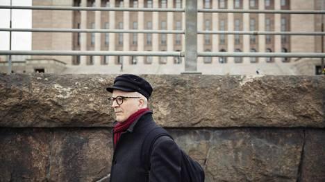 """""""Olemme tehneet kovasti jatkovaikuttamista"""", sanoo Markku Virkamäki. Hän ei lannistunut, vaikka eduskunta hylkäsi vammaisjärjestöjen kansalaisaloitteen, jossa haluttiin lopettaa vammaispalveluiden kilpailuttaminen."""