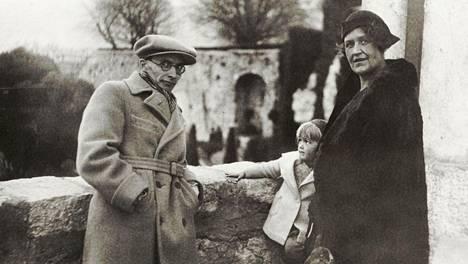 Uuno Kailas, Asta Launis ja Aino Launis Gourdonissa maaliskuussa 1933.