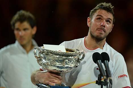Stanislas Wawrinka otti Australiassa uransa ensimmäisen suurvoiton. Taustalla odottaa vuoroaan finaalin hävinnyt Rafael Nadal.