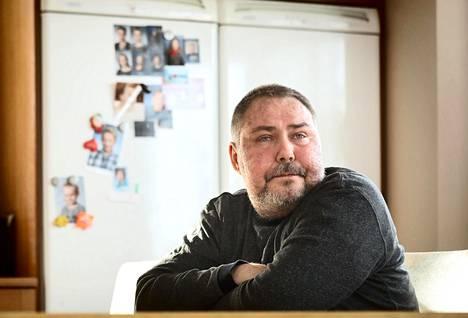 Luovuttajalta saadut kantasolut antoivat Marko Näätäselle lisää elinaikaa. Siirtoa seurannut käänteishyljintä on vienyt ihon huonoon kuntoon.