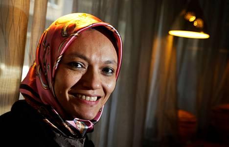 """Shadia Marhaban osallistui tammikuussa Kirkon ulkomaanavun (KUA) seminaariin Helsingissä. """"Shadia on harvoja naisia, jotka ovat olleet mukana sissijärjestössä ja tekemässä sen jälkeen onnistunutta rauhansopimusta"""", KUA:n toiminnanjohtaja Antti Pentikäinen kertoo."""
