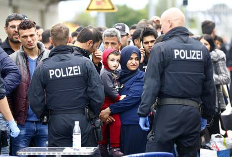 Saksaan pyrkiviä pakolaisia Saksan ja Itävallan rajalla Freilassingissa 2015.