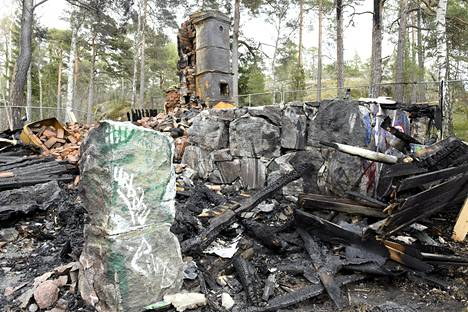 Kruunuvuoren viimeinen huvila Villa Hällebo tuhoutui tulipalossa 8. toukokuuta.