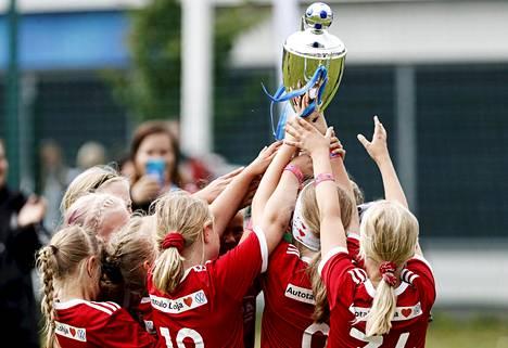 Helsinki cupissa juhlitaan voittajia taas Olympiastadionilla. Kuva vuoden 2020 turnauksesta.