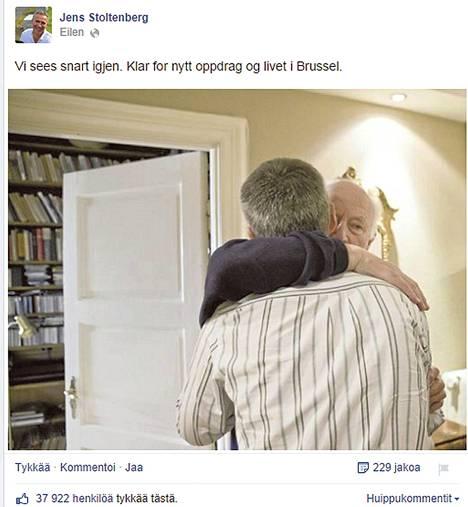 Jens Stoltenberg julkaisi maanantai-iltana Facebookissa kuvan, jossa hän hyvästelee ennen lähtöään Brysseliin isäänsä, entistä ministeriä Thorvald Stoltenbergiä.