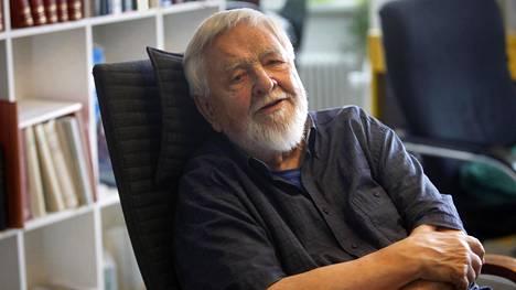 Digitaalinen media, älypuhelimet tai some eivät viehättäneet Antti Eskolaa.