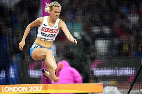 Camilla Richardsson loukkasi jalkaansa esteiden alkuerissä.