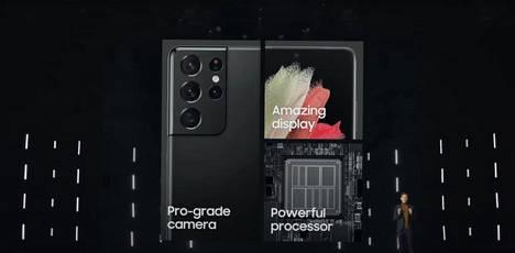Samsung julkisti Galaxy S21 -sarjan puhelimet torstaina virtuaalisessa tiedotustilaisuudessa. Kuvakaappaus videolta.