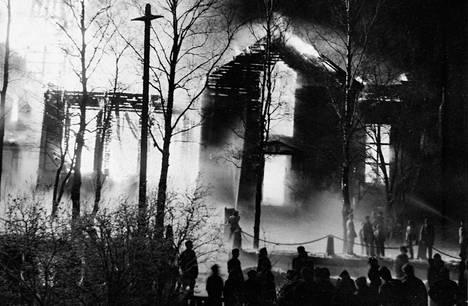 Kokkolan kirkko paloi loppiaisyönä 1958.