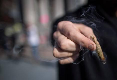 Huumausaineen käyttörikoksesta voidaan tällä hetkellä tuomita sakkoja tai enintään kuusi kuukautta vankeutta.