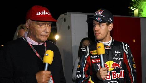 Kominkertainen maailmanmestari Niki Lauda haastatteli Sebastian Vetteliä Japanin GP:n jälkeen.