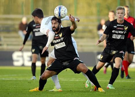 Pablo Counago (kesk.) on tehnyt Hongalle neljä maalia kuudessa ottelussa. Kuva SJK-pelistä 28. syyskuuta.