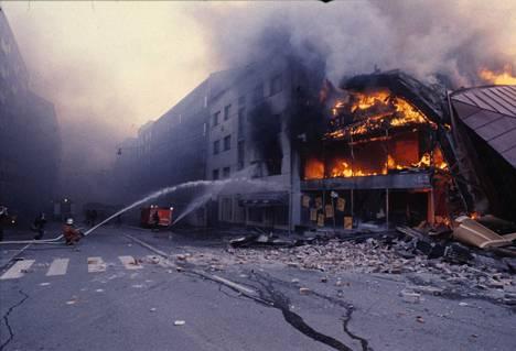 Tavaratalo Mini-Hinta tuhoutui tulipalossa täysin.