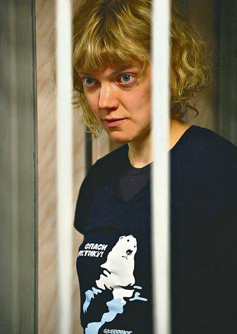 Greenpeace-aktivisti Sini Saarela, 31, oli oikeudessa Murmanskissa torstai-iltana.