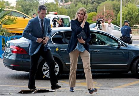 Prinsessa Cristina ja hänen puolisonsa, Iñaki Urdangarin saapuivat oikeudenkäyntiin Palman kaupungissa Mallorcalla kesäkuussa 2016.