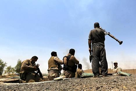 Irakin kurdijoukot taistelemassa ääri-islamisteja vastaan Tikritin lähistöllä.