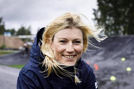 Espanjassa asuva Lotta Lepistö ajaa kauden ainoa kotimaan kilpailunsa viikonloppuna, kun SM-kisat ovat hänen lapsuudenkotinsa maisemissa Porin Noormarkussa.